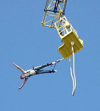 Bungeejump begin Scheveningen 31 mei 2004.JPG