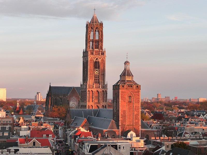 Holandija 800px-Buurkerk_en_Domtoren