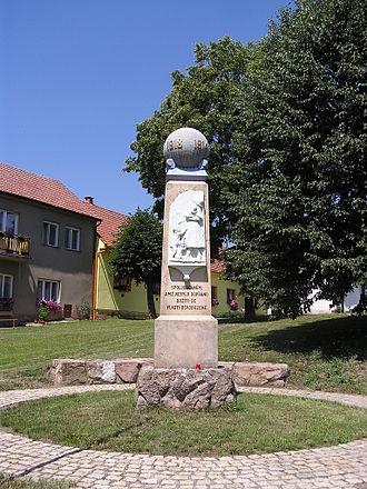 Býkovice - Image: Bykovice naves