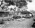 COLLECTIE TROPENMUSEUM Een verkoper met zonnehoeden op de markt in Salatiga TMnr 10002739.jpg