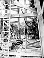 COLLECTIE TROPENMUSEUM Het uitboren van een cementkern TMnr 10006875.jpg