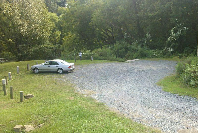 File:Camelback parking and ramp entrance.jpg