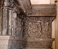 Camino di maestranze nord-lombarde del 1590 ca, con mostra in stucco ddella bottega retti di laino intelvi del 1620 ca., fregio con trofei 03.jpg