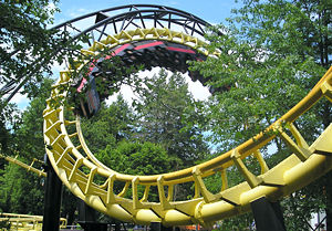 Korkociąg na kolejce Canobie Corkscrew firmy Arrow w parku Canobie Lake Park w Salem, New Hampshire, USA.