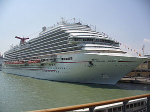 Dream-class cruise ship - Image: Carnival Magic in Venedig