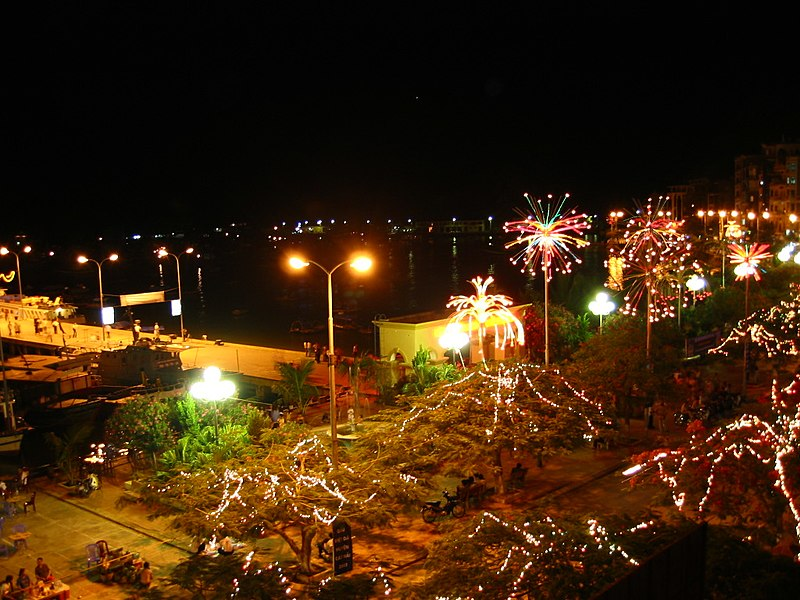 Tập tin:Cat Ba town in night.JPG