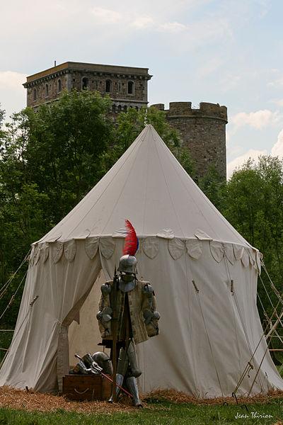 Photo prise lors d'une reconstitution d'un campement médiéval le 11 juin 2011