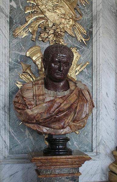 Ficheiro:Château de Versailles, galerie des glaces, buste d'empereur romain 03 (Titus).jpg