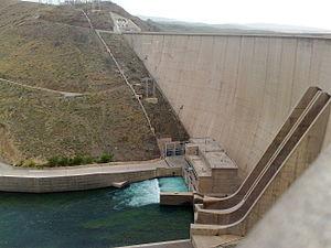 Zayanderud Dam - Image: Chadegan Dam 4