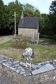 Chapelle calvaire et croix de carrefour vieux bourg Tréal.jpg