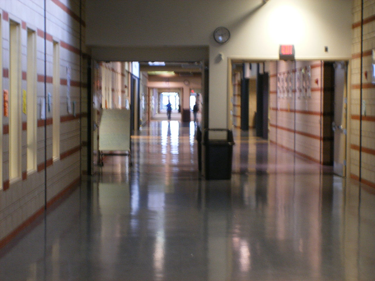 File:Chaska High School's main hallway; taken from purple ...