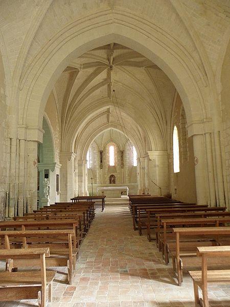 Église Saint-Pierre et Saint-Paul de Chigné(49). Nef et chœur.