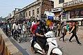 Circulation dans les rues de Varanasi (3).jpg