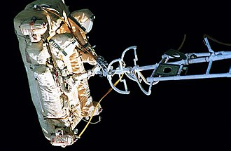 Kvant-2 - Image: Close up of the SPK outside of Mir