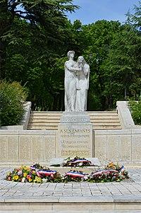 Cognac 16 Monument aux morts c 2014.jpg