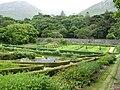 Connemara- Kylemore Abbey - Viktorianischer Mauergarten - panoramio.jpg