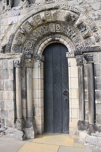 Dalmeny - Image: Dalmeny Kirk entrance