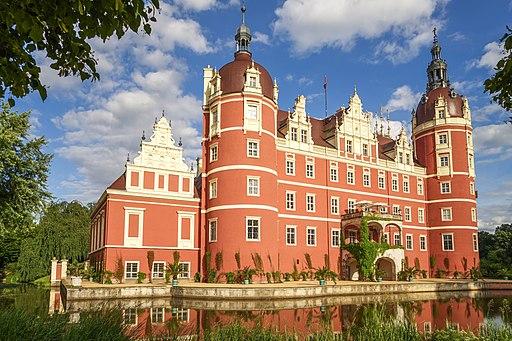 Das Neue Schloss im Park