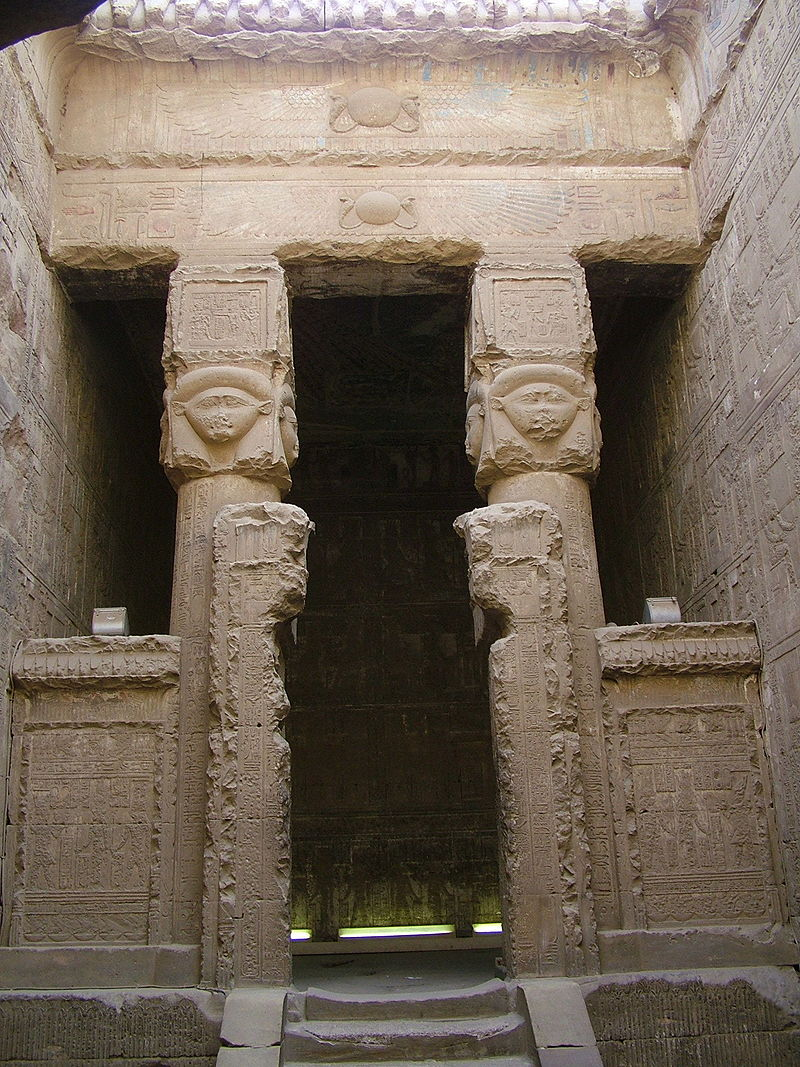 Horus behedety 800px-Dendara_wabet