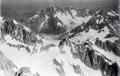 ETH-BIB-Col des Hirondelles, Aiguille Verte, Mer de Glaces v. S. aus 4500 m-Inlandflüge-LBS MH01-005182.tif