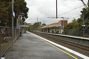 Eaglemont railway station - Northbound view from platform 2 in May 2014