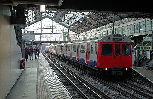 Earl's Court tube station MMB 12 D Stock