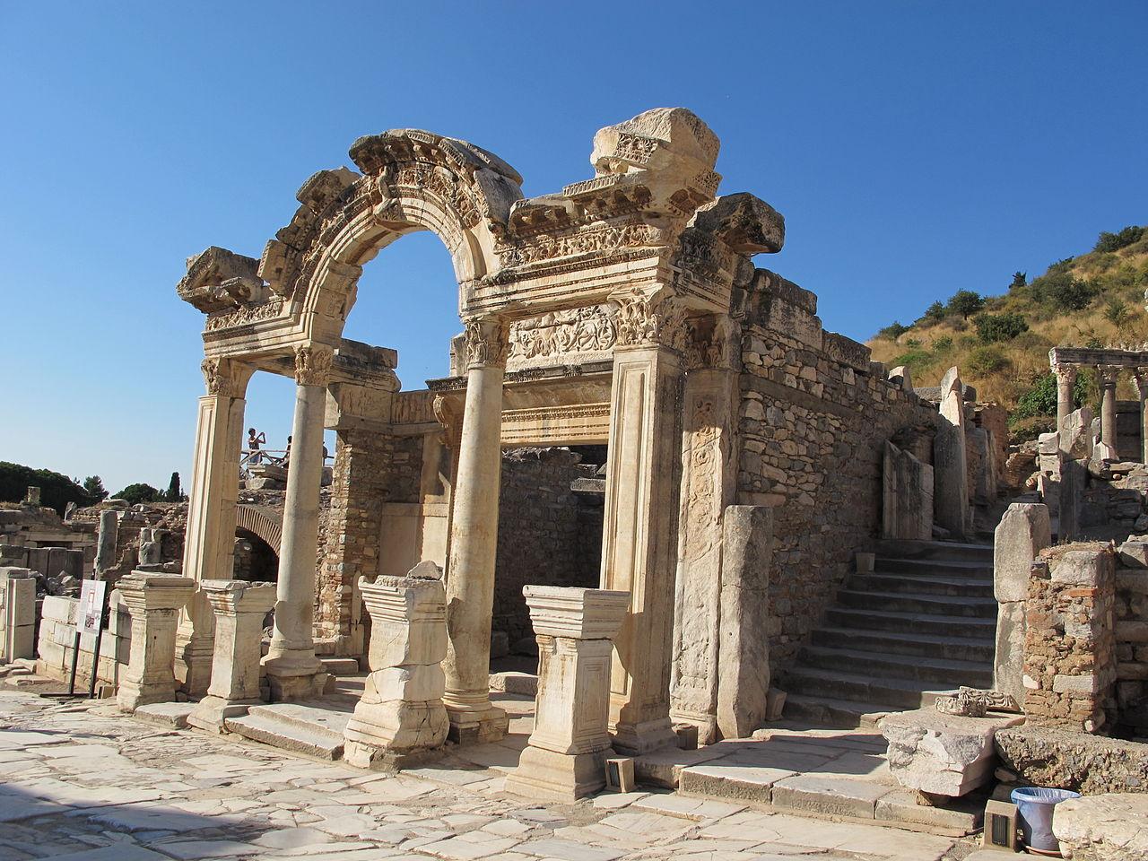 Efeso, tempio di adriano 00.JPG