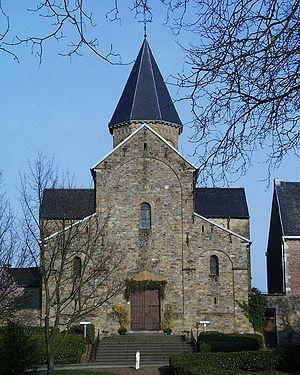 DEFIS ZOOOOOOM Monde A061 à A121 (Juillet 2009/Mars 2010) - Page 24 300px-Eglise_de_Saint-Severin-en-Condroz