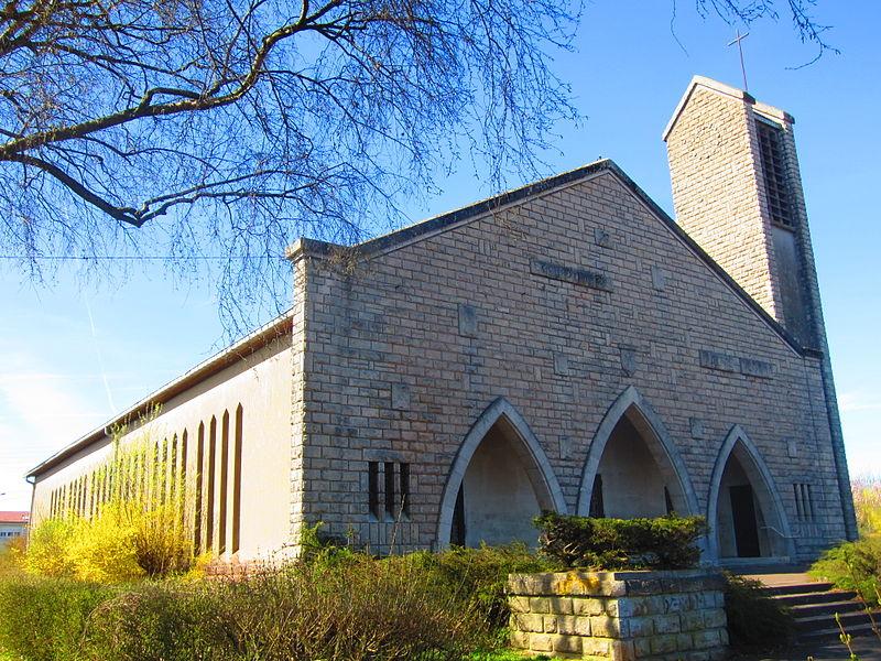File:Eglise plateau Mont St Martin.JPG