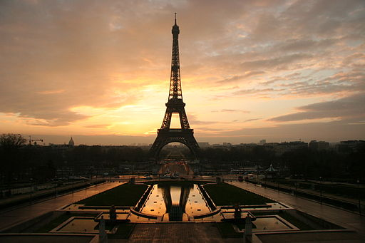 Eiffel tower at dawn horizontal