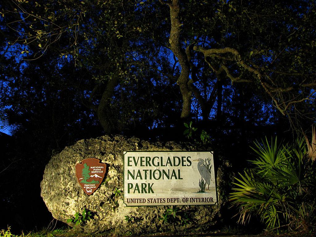 File:Eingangsstein Everglades Nationalpark, Florida.JPG ...