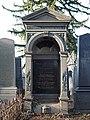 Eisenberger family grave, Vienna, 2017.jpg