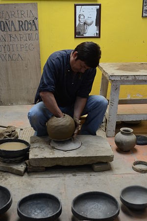 Barro negro pottery - Creation of a pitcher at the Doña Rosa workshop