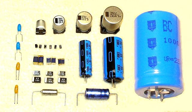Податотека Electrolytic Capacitors P1090328 Jpg Википедија