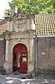 Entrance gate of a 1623 founded courtyard at Dordrecht with rich decorations - panoramio.jpg