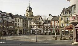 Euskirchen alter markt mit rathausturm