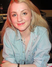 Evanna Lynch at HBP signing in London - Dec 09 