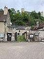 Extrémité de la Rue Jean-Roch Coignet à Druyes, on voit le château aussi (juin 2019).jpg
