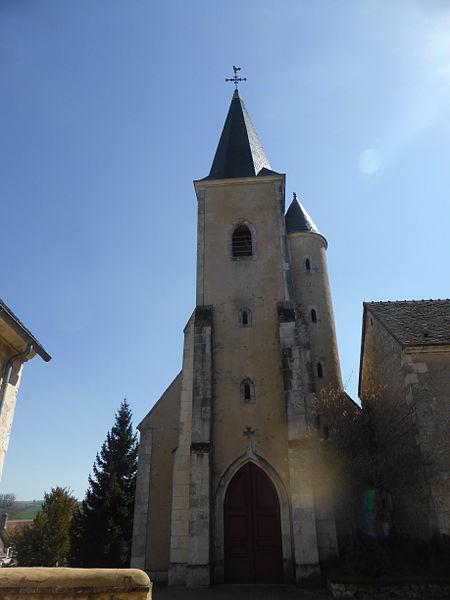 Façade et clocher-porche de l'église Saint-Martin de Trizay, à Trizay-Coutretot-Saint-Serge, en Eure-et-Loir.