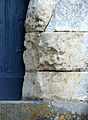 Famechon église (érosion des pierres à l'entrée) 1.jpg