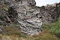 Felsformationen in einer Schlucht bei Amberd, Armenien II.jpg