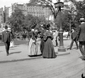 Fifth Avenue and 25th Street, New York 1900.png