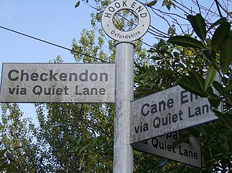 Checkendon - Perplexing signpost at Hookend