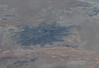 Hopi Buttes volcanic field - Oblique air photo of Flying Butte, facing approximately south