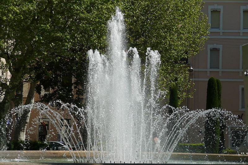 Fichier fontaine dans un parc salon de provence 2 jpg - Parc salon de provence ...