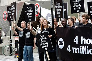 Vaccine controversies - Campaigners in London for expanded vaccination in the developing world