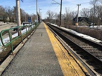 Île-Bigras station - Île-Bigras train station looking towards Montréal