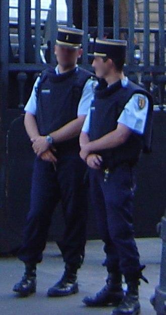 Departmental Gendarmerie - Gendarmerie guard the Palace of Justice in Paris