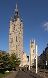 Gent, het Belfort oeg24555 met de Sint-Baafskathedraal oeg25743 op de achtergrond IMG 0568 2021-08-14 18.59.jpg