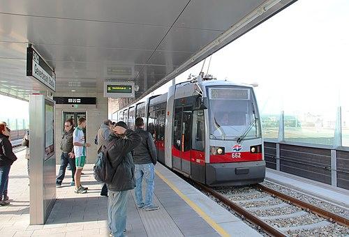 Gewerkepark Stadlau Straßenbahn.jpg